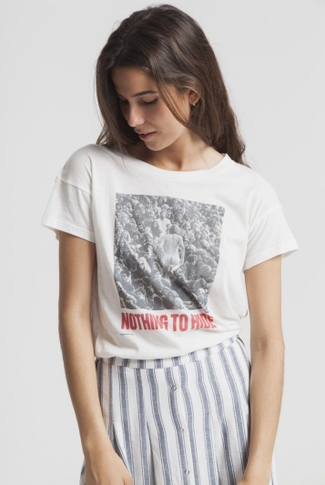 Camiseta Nothing To Hide T-Shirt